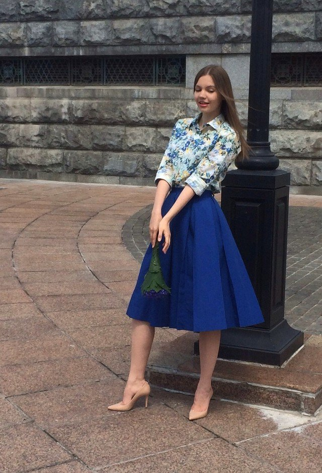 Floral-Outfit-Idea-with-Midi-Skirt