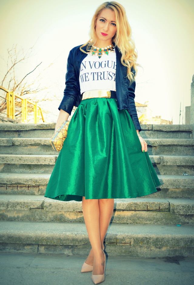 Green-Midi-Skirt-Outfit-with-a-Denim-Jacket
